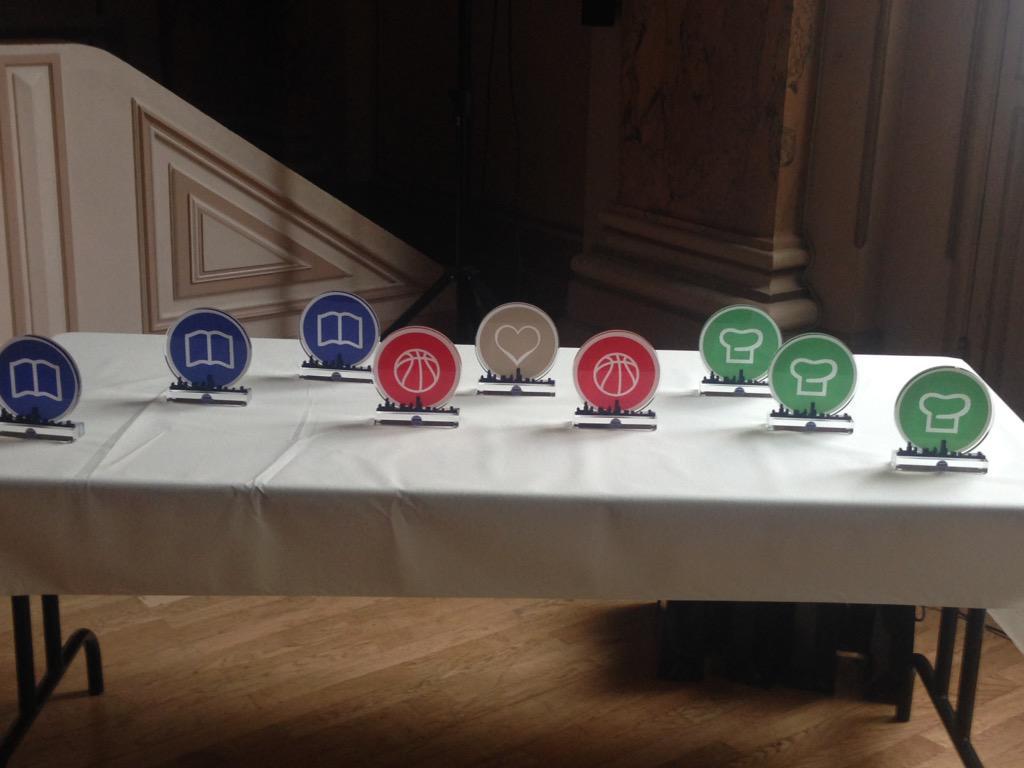 Trophées en place , ils attendent nos lauréats #mairie18paris pic.twitter.com/7AwEPNcloV