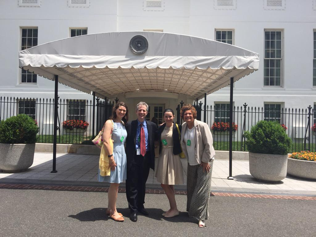 Time for a pic outside the West Wing with my new friends from @CEB_News after the #probono volunteer mtg! http://t.co/uLsCgTSDSv