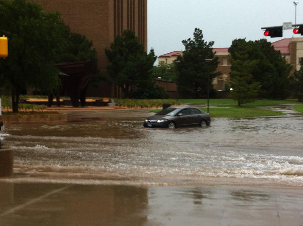 More rain pounds Texas as residents try to clean up
