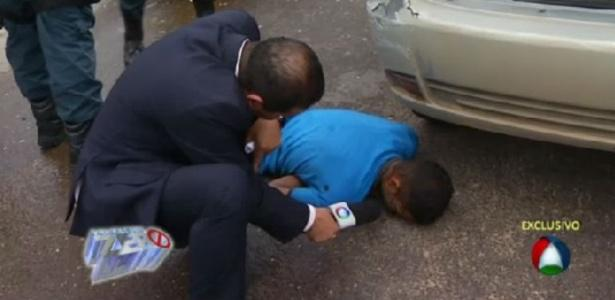 Repórter tenta entrevistar homem morto após perseguição policial em Sergipe http://t.co/lFC6grRWOL http://t.co/ZYNk8hRt1x