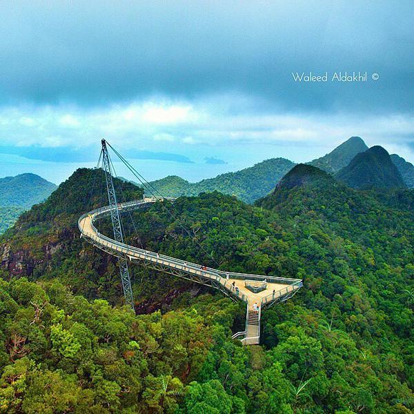 شاهد روعه جسر السماء المعلق في جزيرة لنكاوي في ماليزيا