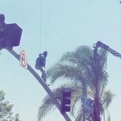 """RT @GlobalGrind: Kendrick Lamar shuts down Los Angeles to shoot """"Alright"""" music video and the footage is insane http://t.co/KN1aMQ5f4f http…"""