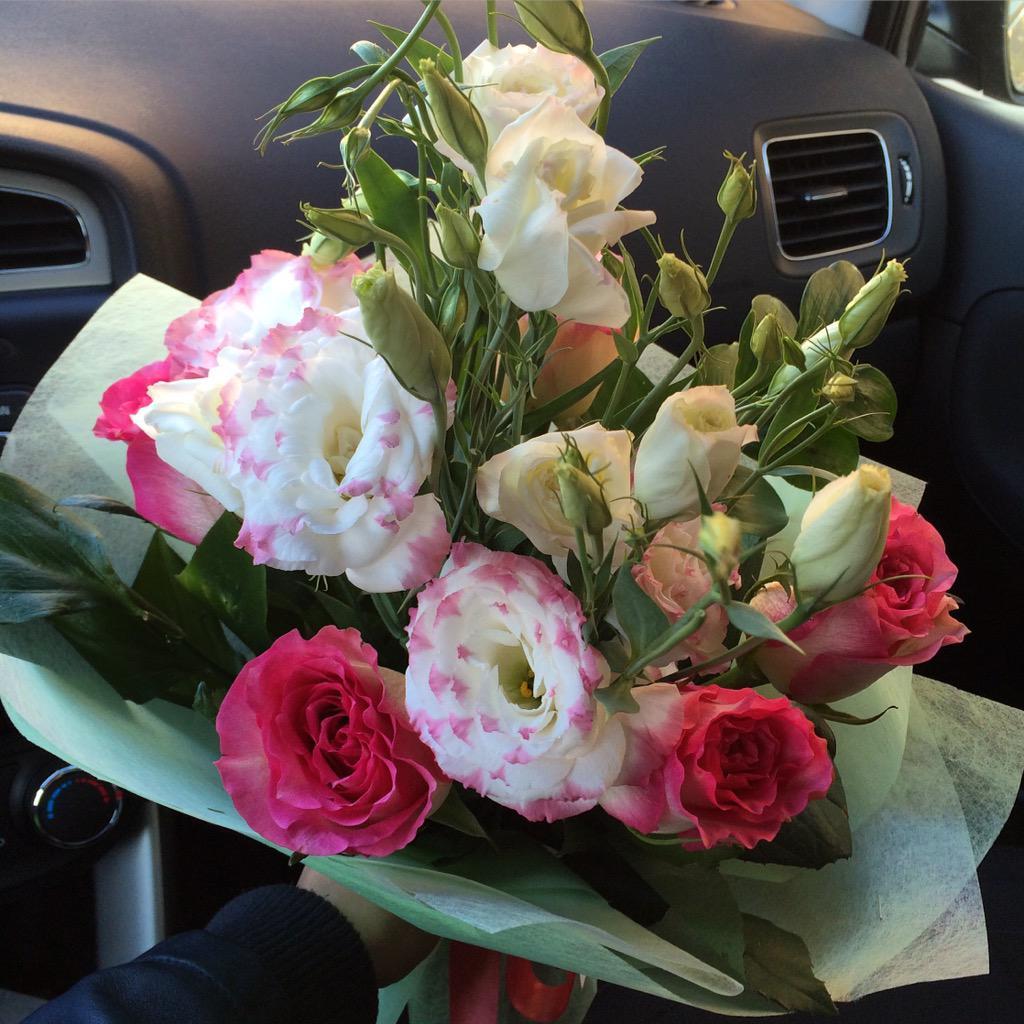 варианты надежны букет цветов в машине на сиденье фото какие есть