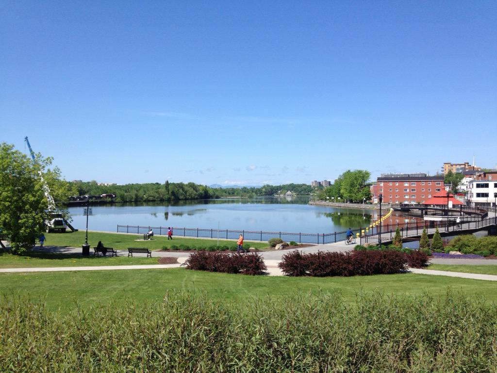 The lovely setting for #ALAN2015 on the shores of Lac Des Nations, Sherbrooke, QC http://t.co/jk45J2J9pO