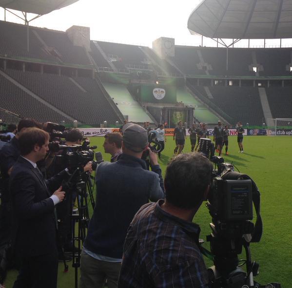 #cupfinal #BVBWOB Final training session in the Olympiastadium ahead of the clash with Borussia Dortmund. http://t.co/RVKPl4Xp8H