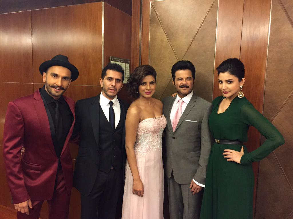 Wow! The Mehra's all dressed up & ready for AIBA, Dubai! Here we go @priyankachopra @RanveerOfficial @AnushkaSharma http://t.co/dtCtFCrzGA