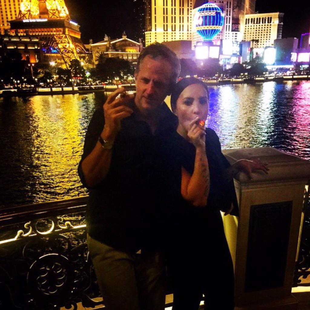 Demi Lovato Facts On Twitter Demi Smoked A Cigar With Tom Poleman