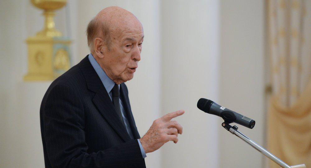 Giscard d'Estaing: l'#UE n'est pas libre de définir ses relations avec Moscou  #VGE http://t.co/tVu11TZQeA