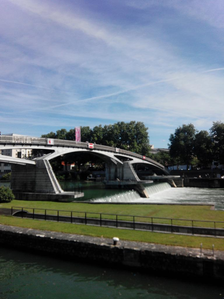 Barrage de Saint-Maurice 125m x 12 m http://t.co/6kJYz5WLsL