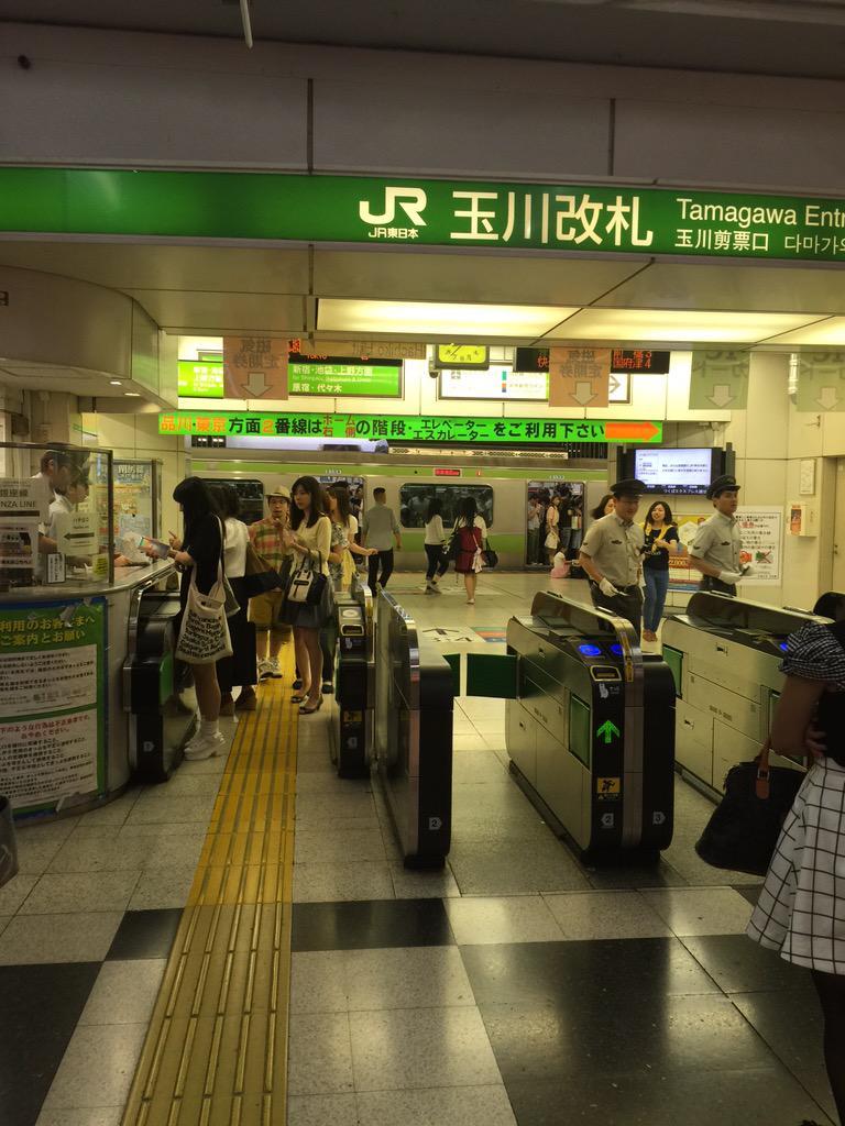 山手線とまってる。渋谷駅。 http://t.co/ISstKynHjj