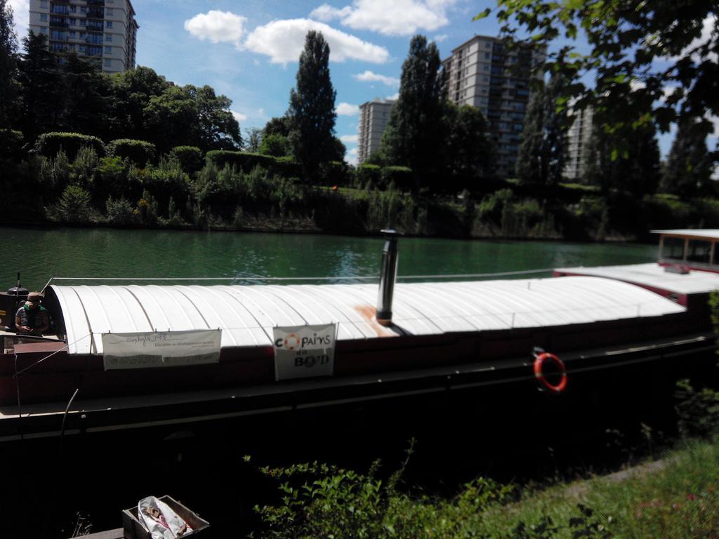 Direction la péniche LOL pour une visite hors du commun #metropoleaufildeleau #eau http://t.co/qeWQGVo6bA