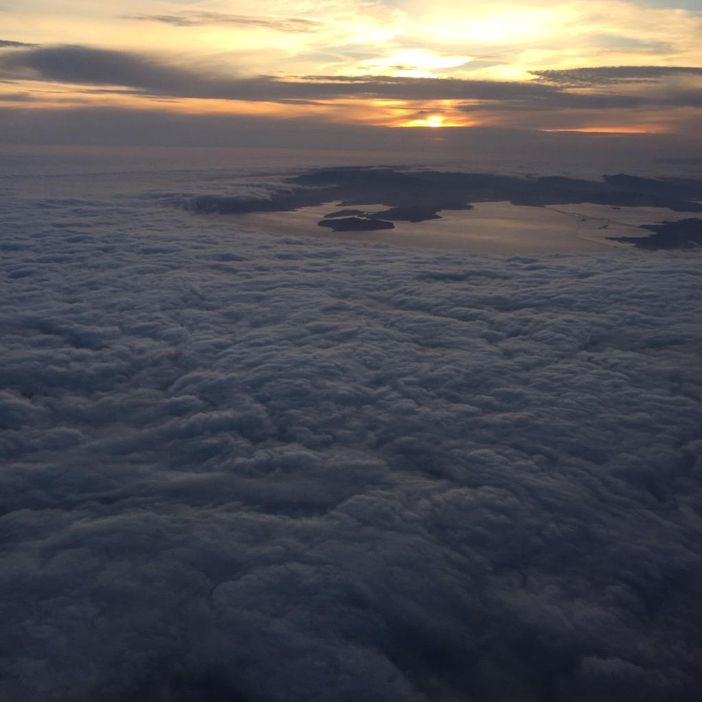 Our beloved @KarlTheFog giving SF a bear hug and turning off the lights last night #viewfromabove http://t.co/Xmk8dGE22O