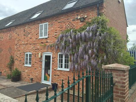 RT @WagtailStorage: Wisteria looks lovely on the offices at The Walnut Yard. #office #eastmidlands http://t.co/BxBqhpudcA