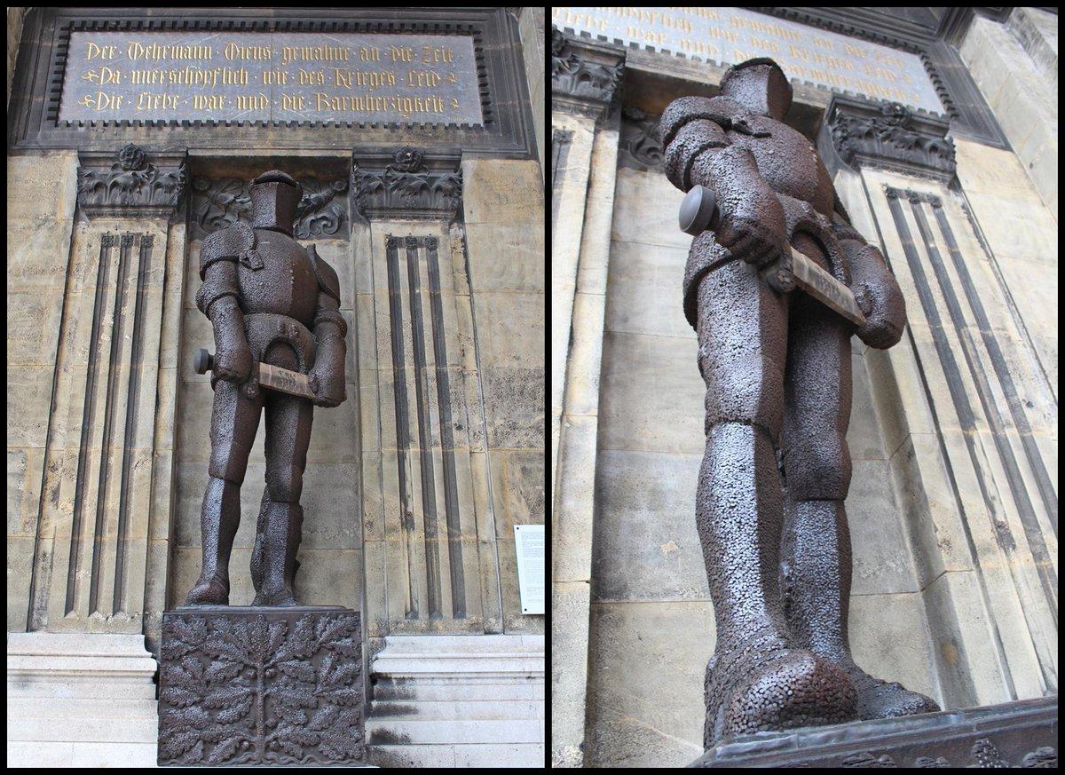 """Und das ist er: """"Der Wehrmann in Eisen"""" in den Arkaden Felderstraße 6-8. 2/4 http://t.co/cIcllqmz7D"""