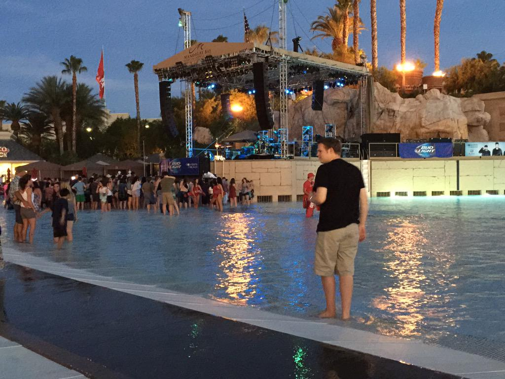 Doors are now open @MandalayBay for tonight's .@thescript concert. We'll show portions of it live on #Periscope http://t.co/ta6qc04yRS