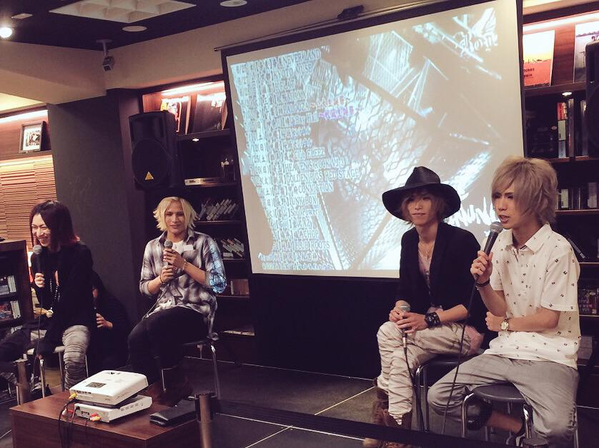 @Royz_official イベント盛り上がってます! トークも無事終了し、チェキ撮影会に突入! #Royz http://t.co/JQ2TDfib70