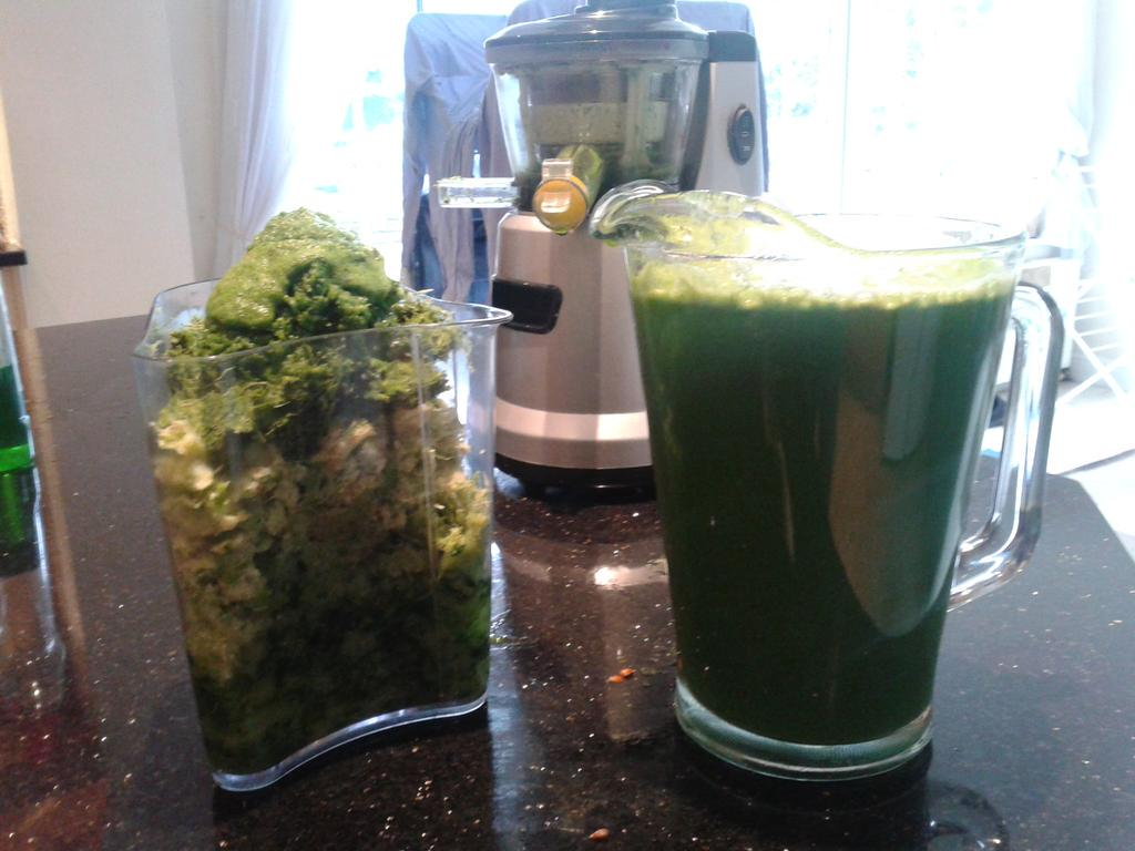 Huge jug of #meangreen for me and @aBarnesChic -  thanks for the inspiration and recipe @JoetheJuicer & @philup1965 http://t.co/bQCb3xX2oW