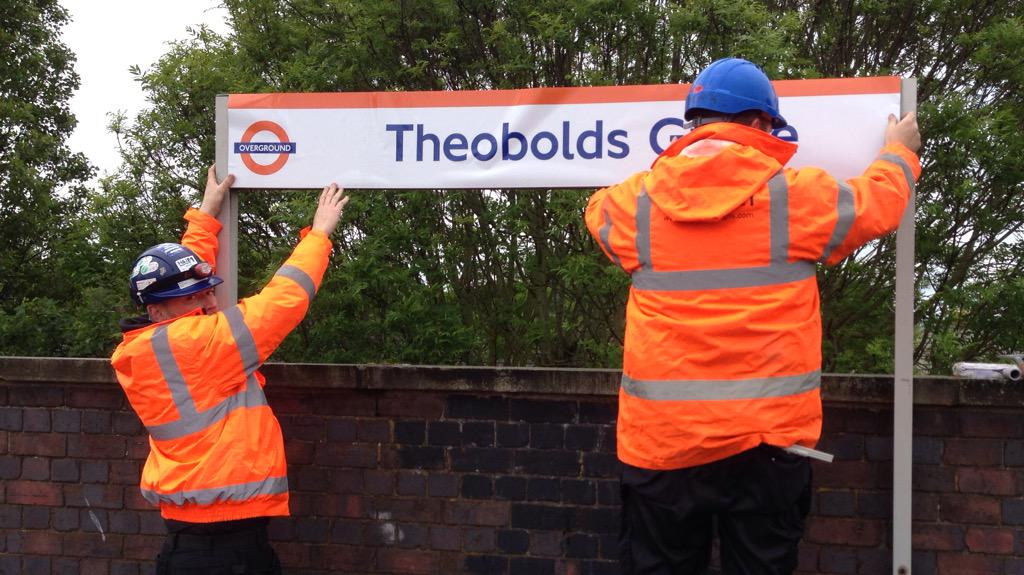 At Theobalds Grove station, @LDNOverground contractors are currently installing signs WITH THE WRONG SPELLING http://t.co/Hmkyqn3jLj