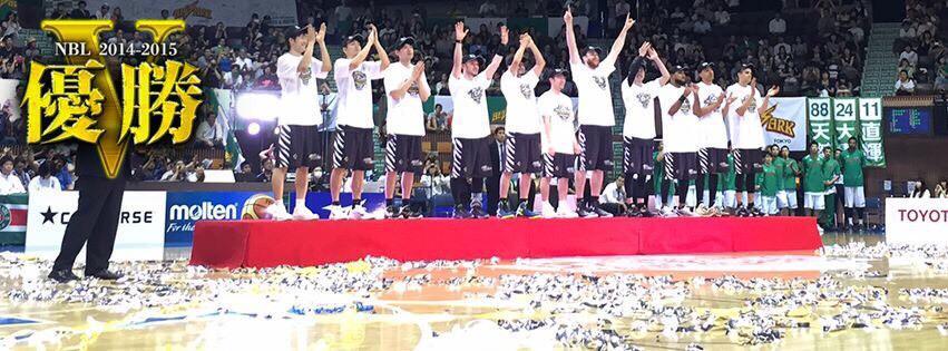 チャンピオン!! 今シーズンも最後まで沢山の応援本当にありがとうございました!!! http://t.co/lV64cMR5eQ