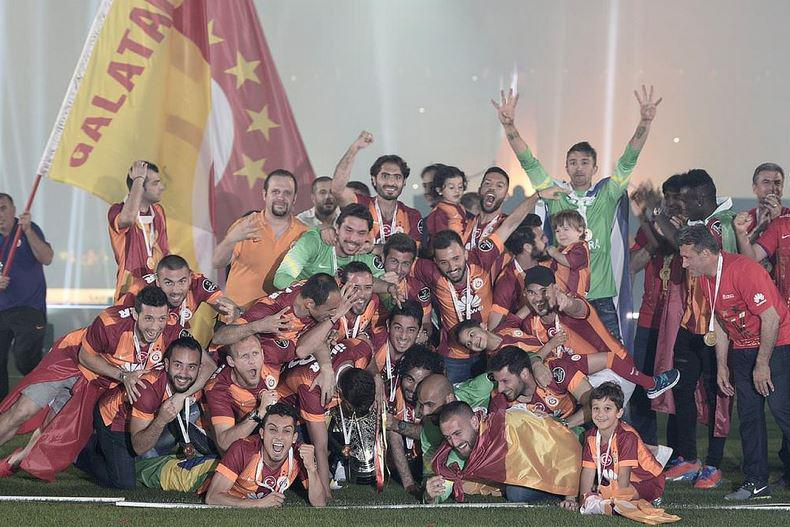 Pandev and teammates after winning the league trophy