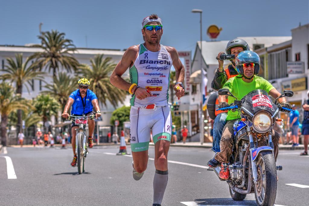 CGZKl wWcAAgvv  Alessandro Degasperi, fantastico oro allIronman Lanzarote 2015