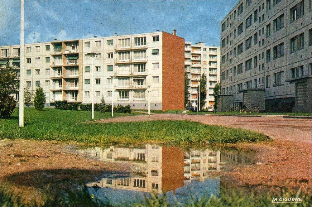 """Carte Grise Aulnay Sous Bois - renaud epstein on Twitter""""Un jour, une ZUP, une carte postale Merisier (Aulnay sous Bois"""
