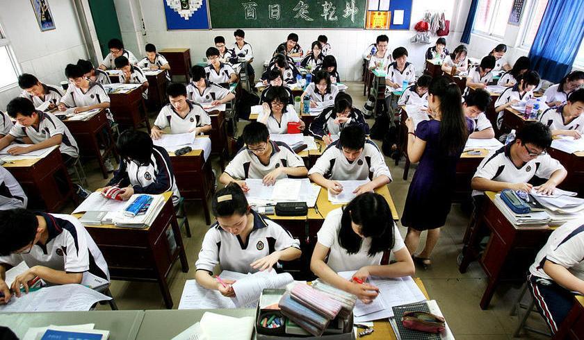 Drone contro imbrogli esami a scuola: capta segnali cellulari verso gli studenti