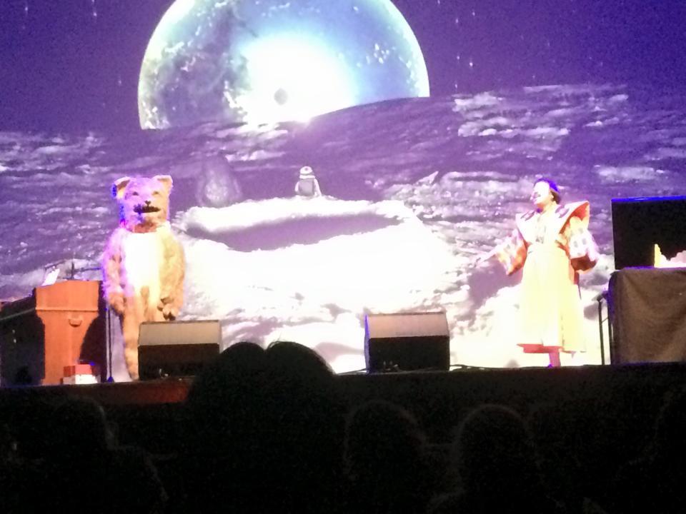 岸野雄一とJON(犬)*音楽劇「正しい数の数え方」パリ公演は6/7に無事上演&大成功でした‼︎ 岸野さんのビジョンをチームがギリギリまでフル回転で作り込んでいくサマが壮絶でした!フランスの子どもたちが「山よ〜」と歌ってくれましたーー◎ http://t.co/SRO5N8ALwD