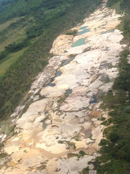 Mineria ilegal acaba con el parque Nacional Canaima CGaa3c3W0AAOYfK