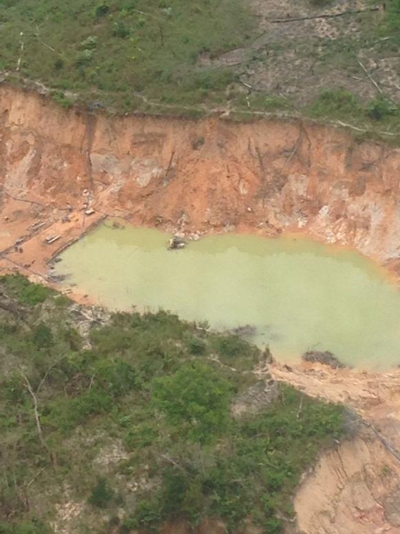 Mineria ilegal acaba con el parque Nacional Canaima CGabItFWsAAmX2X