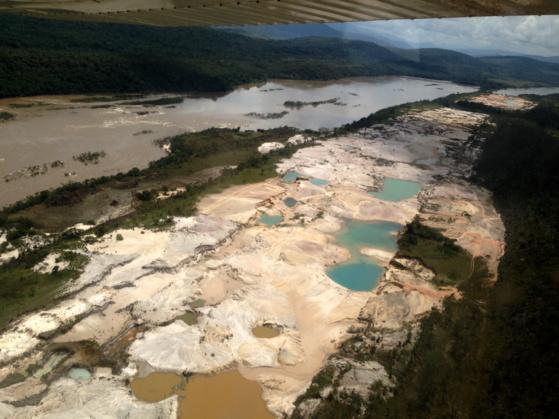 Mineria ilegal acaba con el parque Nacional Canaima CGabnaqXIAAaGju