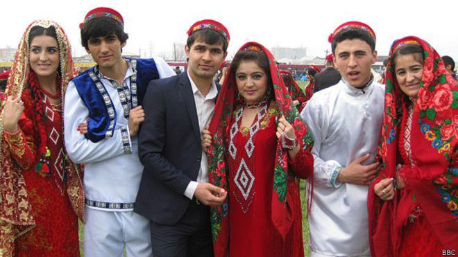 Русская девушка и таджик фото, берет в рот частное видео
