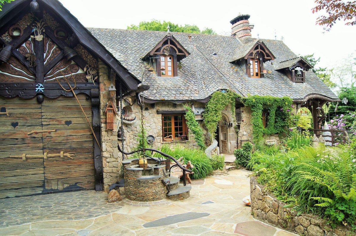 My loire valley on twitter la maison de blanche neige et for Maison des sept nains