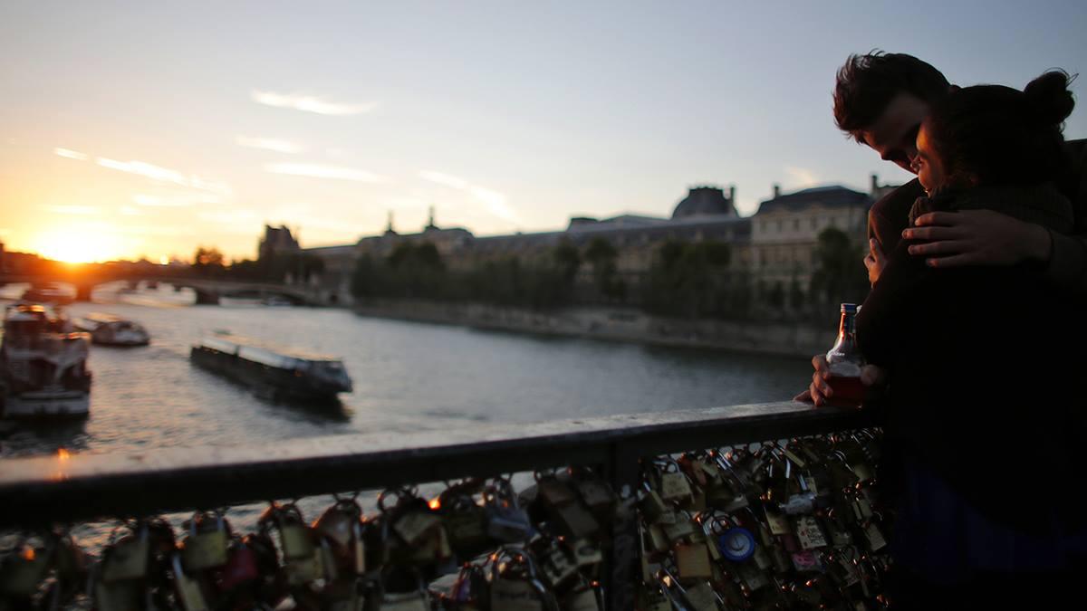 мост любви в париже