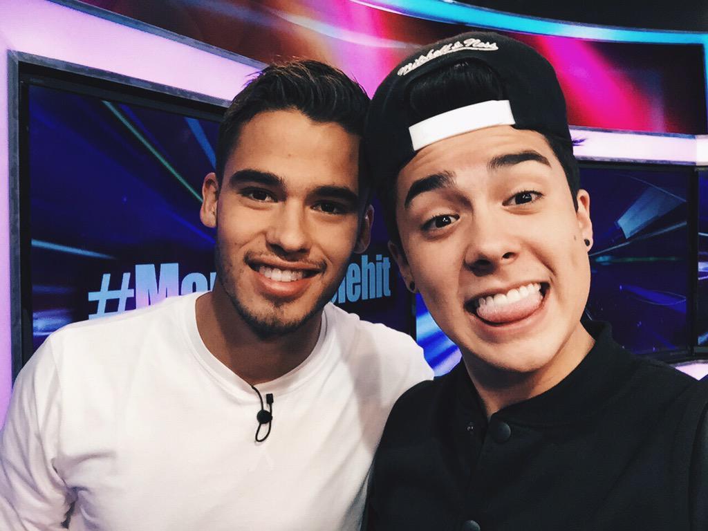 Un gusto encontrarme con @Diego_Reyes13 a ver cuando rumbeamos mi herrrmano 💥 http://t.co/Qt9rBrqK7C
