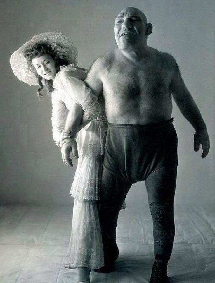 """History In Pictures on Twitter: """"Wrestler & Shrek look-alike ..."""