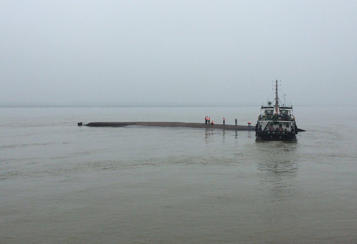 Schiff auf dem #Jangtse gesunken: Hunderte Vermisste nach Schiffsunglück in #China. http://t.co/hepD3UMXms