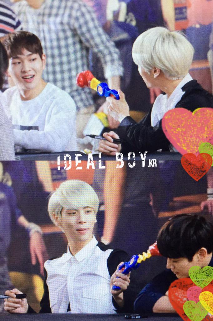 150602 Shinee Fansign - Magazine cover