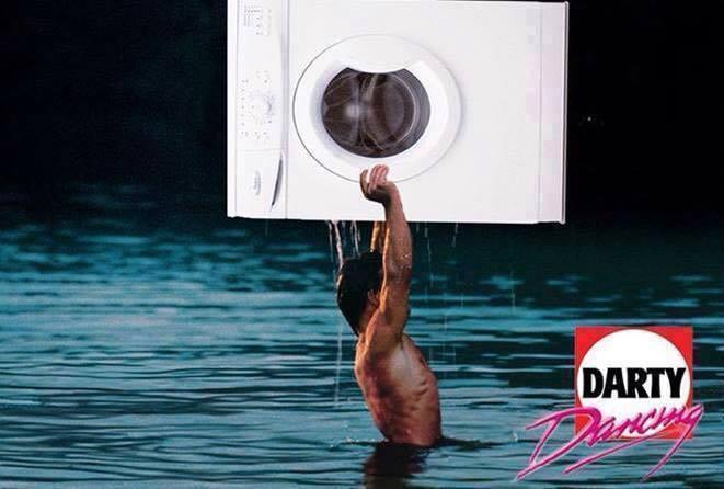 #ElectroménagerPeople #Darty Dancing !! je sais pas qui a fait ça !!! Mort de Rire !!! #Mdr<br>http://pic.twitter.com/FnWrM6uj0p