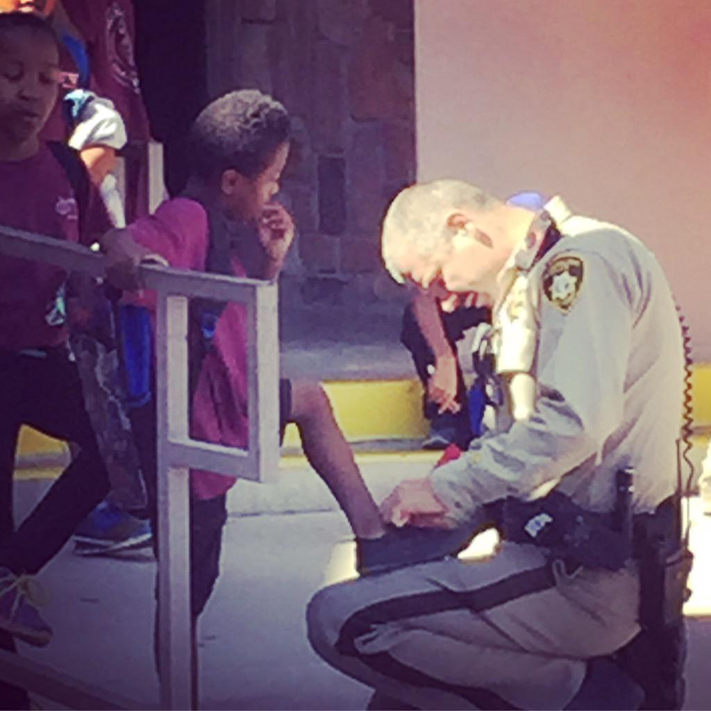 Snapped this of @LVMPD outside my daughters' school today. #service http://t.co/jNEkKlhSXC
