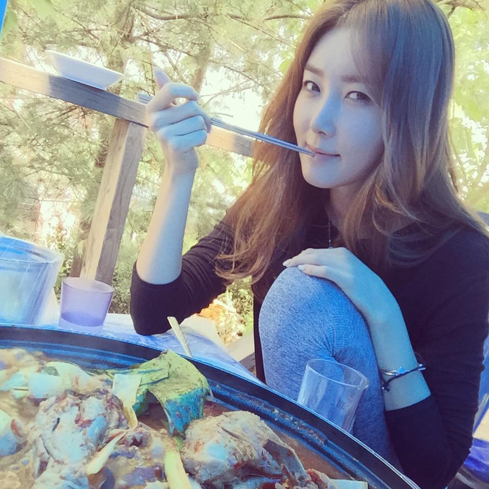 촬영후 닭볶음탕 .. 서울에서 이런맛을 맛보다니 #유진 #이수정 #model #actor #춤의여왕 http://t.co/mBjJFbUig7