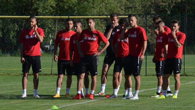 Players look on; photo: ohridnews.com