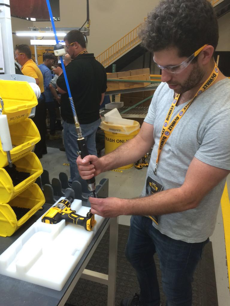 Just got to build my very own drill at the @DEWALTtough plant. This one is definitely made in America #DeWALTXP http://t.co/ZMI5V718hX