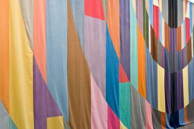 @lpoucan La plus grande de l'expo est Curtain de Ulla van Brandenburg environ 5x10 m ! http://t.co/zRX8O2ocYb
