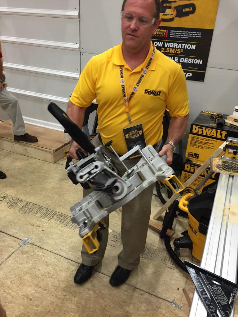 31.6 lbs with the battery. DEWALT's Cordless Miter Saw available later this Summer. #DEWALTXP http://t.co/5aJKQSfwoq