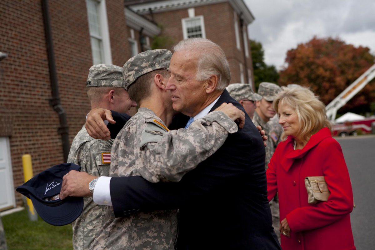 Beau Biden lived a life of service. He put his duty to his family and his country first. http://t.co/wyw1pyX7lY http://t.co/4SIVOvi735