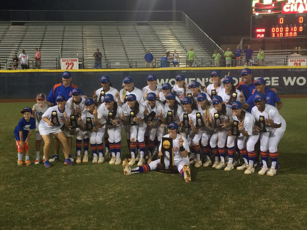 The 2015 NCAA Softball NATIONAL CHAMPIONS!!! #GatorRepeat http://t.co/xhpJUbirpD