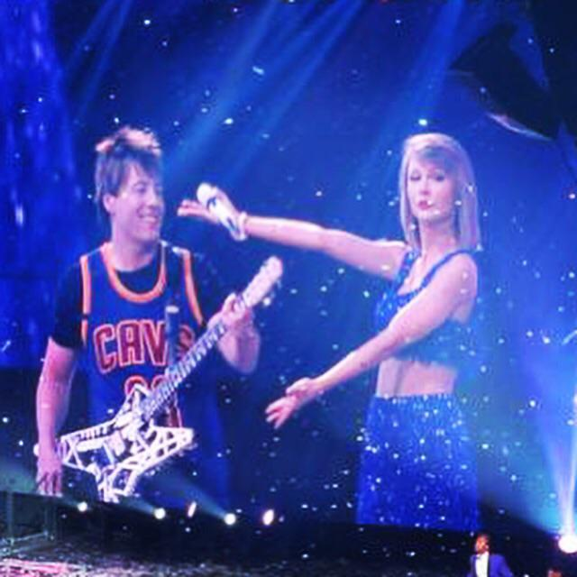 She always makes me feel so special when I come home.. Much love @taylorswift13..You're the best.. ☺️ #1989Tour http://t.co/Gbb3fQ7G5N