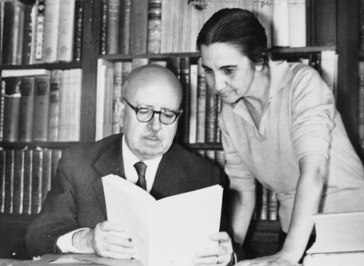"RAE on Twitter: ""Dámaso Alonso (1898-1990) y la RAE.  http://t.co/YQ6lAS1Gzw. Foto con su esposa, Eulalia Galvarriato.  http://t.co/5rHuNBXYRZ"""