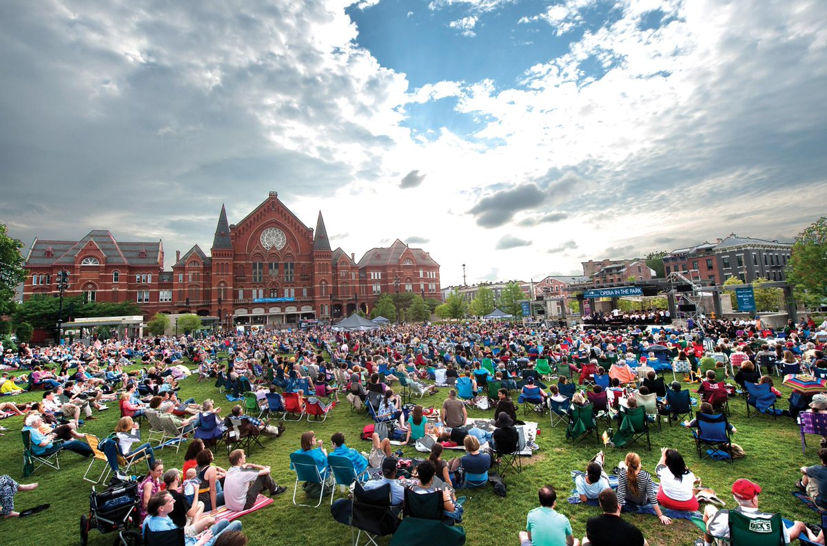 #CincyOperaInThePark is coming! This was the scene last year. Join us this Sunday at 7pm!  http://t.co/7nOR7uDrnz http://t.co/lkGGSqtIjO